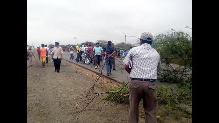 Agricultores bloquean la Panamericana Norte en Tumbes
