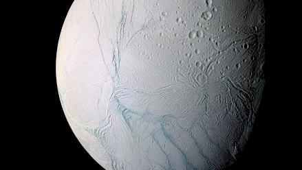 Hallan condiciones favorables de vida en luna de Saturno