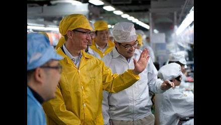 CEO de Apple visita las fábricas de Foxconn en China
