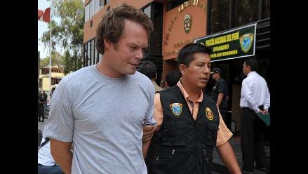 Sobrino de Phil Collins fue detenido en el Perú por posesión de droga
