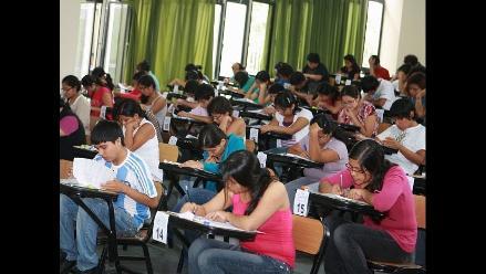 Detienen a 42 postulantes por intentar hacer trampa en examen