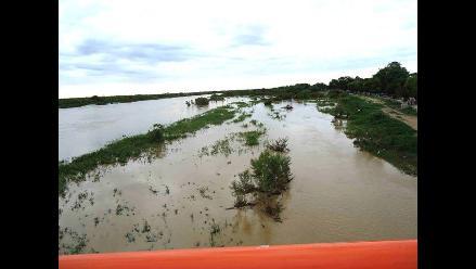 El río Tumbes se desborda y causa daños en partes altas