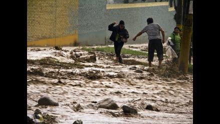 VIDEOS: Huaicos invaden calles de zona de California en Chaclacayo