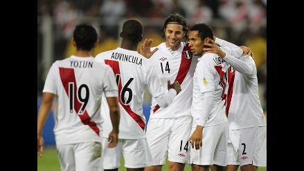 Selección peruana de fútbol parte a Tacna para jugar contra Chile