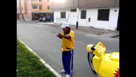 Heladero interpreta con su corneta
