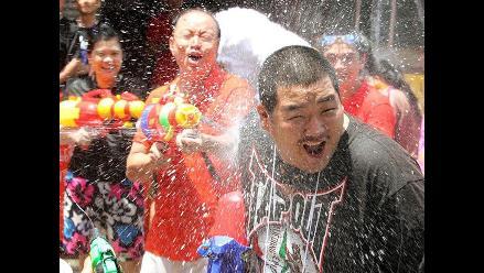 La guerra del agua despide el año más húmedo vivido por Tailandia
