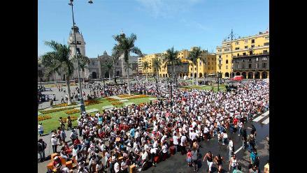 Más de 1.450 cajoneros baten récord Guinness en Lima