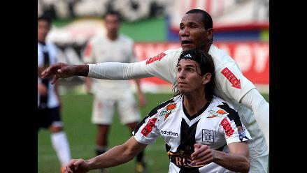 Alianza Lima gana 1-0 a la 'U' al final del primer tiempo del clásico
