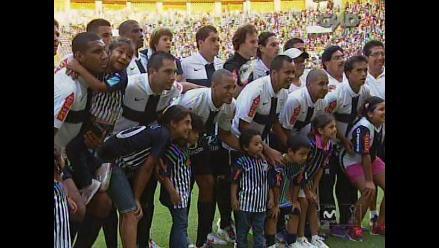 Alianza Lima volvió a utilizar la camiseta con la cruz en el clásico