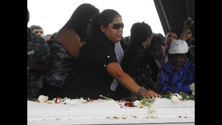 Mc Francia: Momentos de dolor en su entierro
