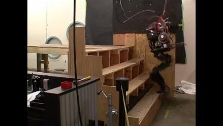Crean robot bípedo similar al de un videojuego de guerra