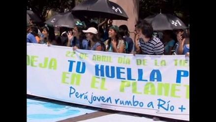 Marchan para conmemorar Día Internacional de la Tierra