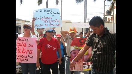 Extrabajadores municipales protestan y se desangran en Chiclayo