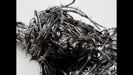 Exhiben Cristo hecho con alambre de navaja