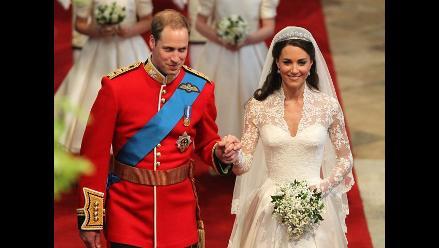 Subastan pedazo de torta de boda del Príncipe William y Kate Middleton
