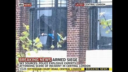 Hombre toma rehenes en oficina gubernamental inglesa