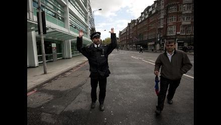 Hombre toma rehenes en ediificio de Londres