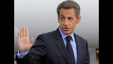 Gadafi y Sarkozy llegaron a un acuerdo nuclear, afirma prensa