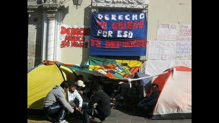 Arequipa: Por tercer día continúa huelga de hambre en la UNSA