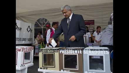 López Obrador emite su voto en las elecciones mexicanas