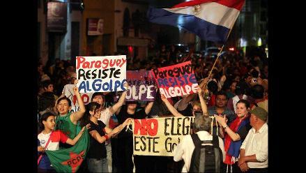 Pobladores se congregaron frente a televisora en apoyo a Fernando Lugo