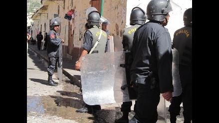 Ayacucho: Policía desaloja a maestros de local regional
