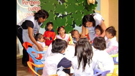 Profesores peruanos celebran Día del Maestro a nivel nacional