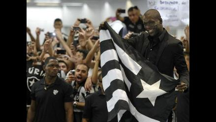 Clarence Seedorf y el grandioso recibimiento por hinchas del Botafogo
