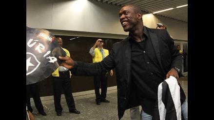 Clarence Seedorf fue multado por conducir sin papeles en Río de Janeiro