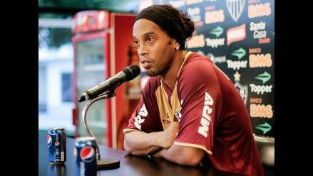 Ronaldinho posó con Pepsi y Coca-Cola le rompe contrato de patrocinio