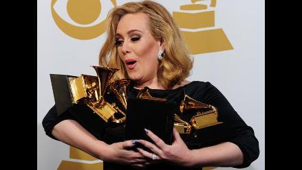 Adele ocultó su embarazo y dará a luz en dos meses, afirma revista