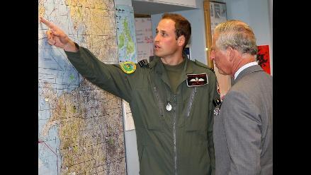 Principe Carlos visitó base militar donde entrena su hijo Guillermo