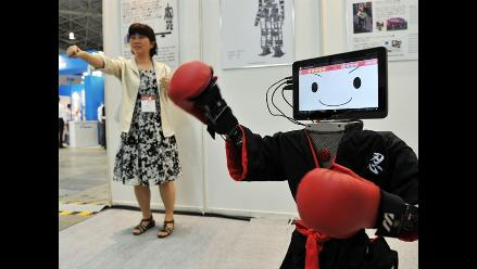 Robot RIC Ninja Master sorprende en feria robótica