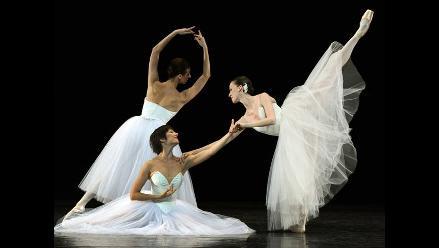 Vea a los bailarines de la Ópera de París en imágenes