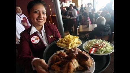 Limeños colman pollerías para celebrar Día del Pollo a la Brasa