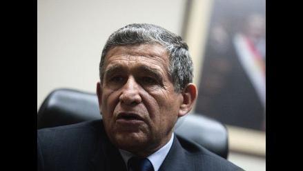 Ministro Calle llama opinólogos a quienes piden su salida del Gabinete