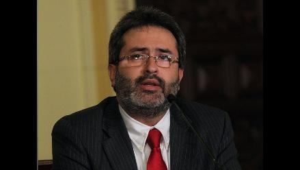 Jiménez Mayor ofrece asesoría legal a madre de Ada Cuadros