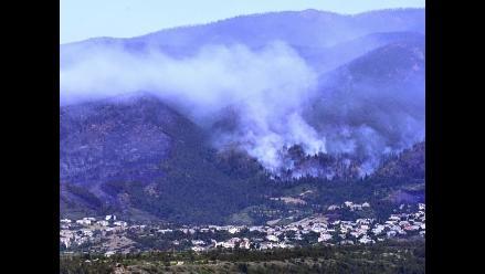 Evacuan a más de 200 personas por incendios en las Islas Canarias