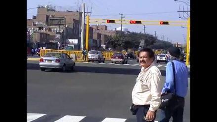INFRACCIÓN: Choferes no respetan las luces rojas de los semáforos