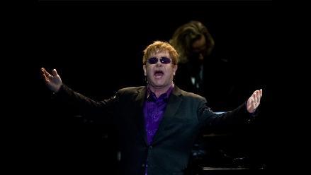 Elton John pide cambiar estigma por compasión en lucha contra el sida