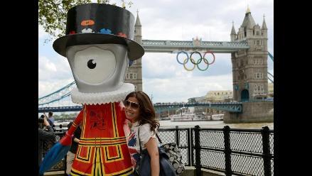 Decenas de mascotas olímpicas adornan las calles de Londres 2012