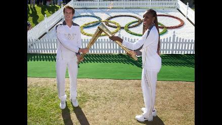 Andy Murray y Venus Williams llevan la antorcha olímpica a Wimbledon