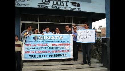 Trujillo: Trabajadores de Serpost continúan en huelga