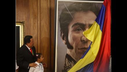 Hugo Chávez muestra reconstrucción digital del rostro de Simón Bolívar