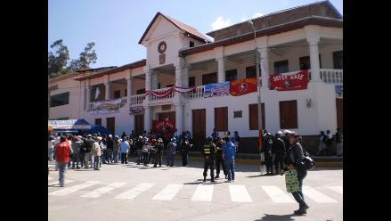 Maestros toman local de Municipalidad de Andahuaylas