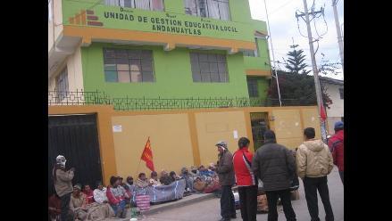 Maestros mantienen tomada Municipalidad Provincial de Andahuaylas