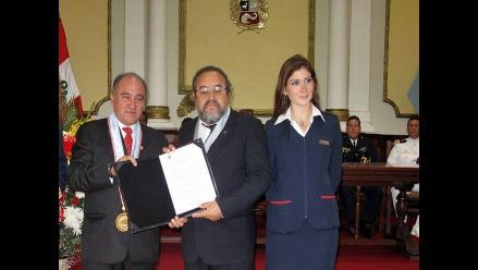 Municipalidad de Chiclayo condecora al descubridor del Señor de Sipán