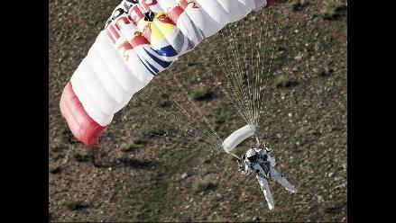 Paracaidista saltó desde el espacio a 37 mil metros de altura