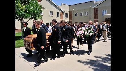 Funeral de segunda víctima fallecida en tiroteo en estreno de Batman