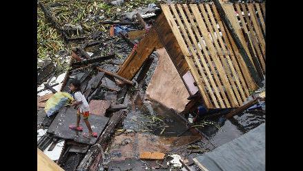 Destrucción en Filipinas producto de tormenta tropical Saola